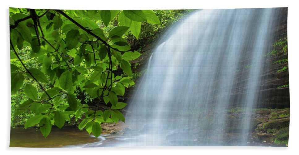 Schoolhouse Bath Sheet featuring the photograph Schoolhouse Falls In Panthertown Valley North Carolina by Ranjay Mitra