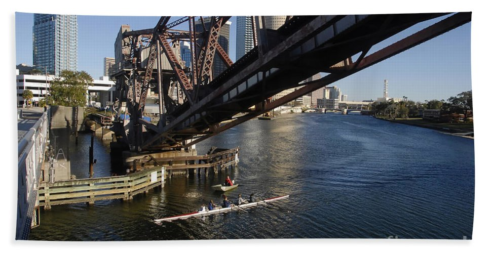 Sculling Bath Towel featuring the photograph Sculling The Hillsborough by David Lee Thompson