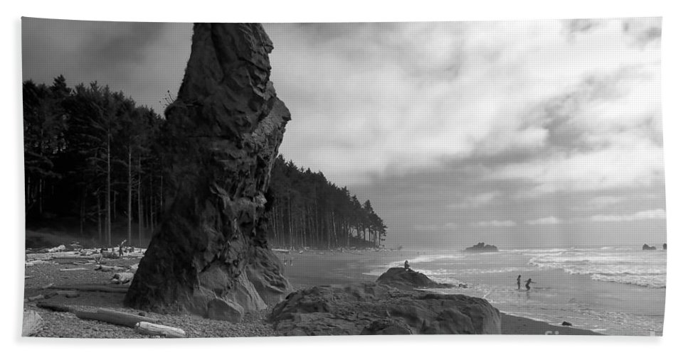 Sea Stack Hand Towel featuring the photograph Sea Stack by David Lee Thompson