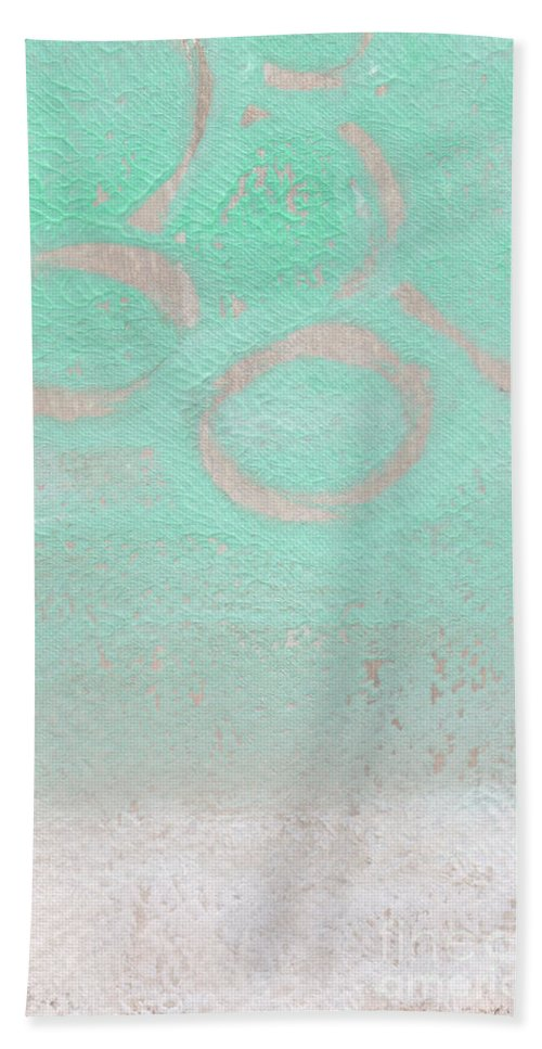 Abstract Bath Towel featuring the mixed media Seaglass by Linda Woods