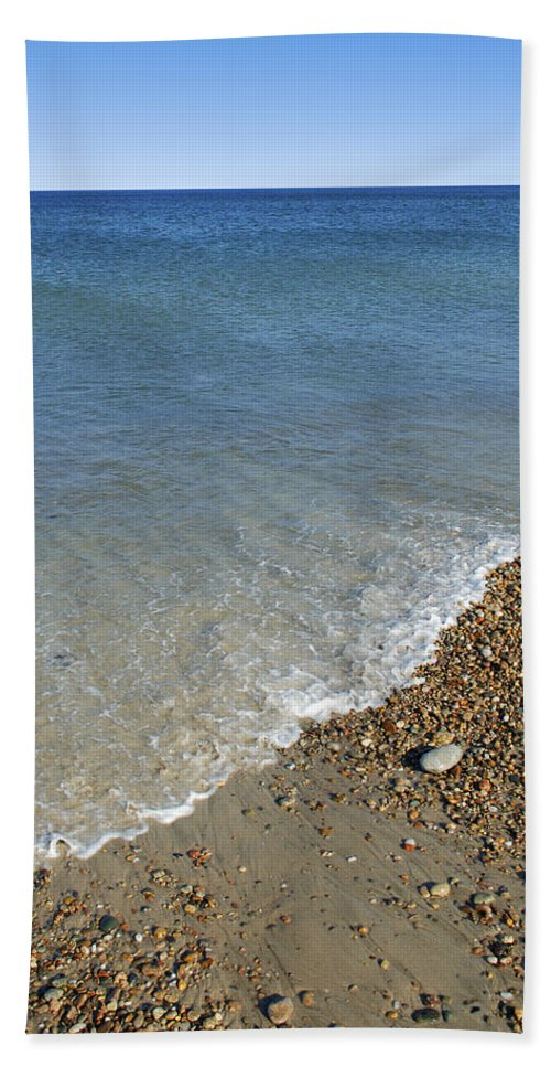 Sea Hand Towel featuring the photograph Seashore by Charles Harden