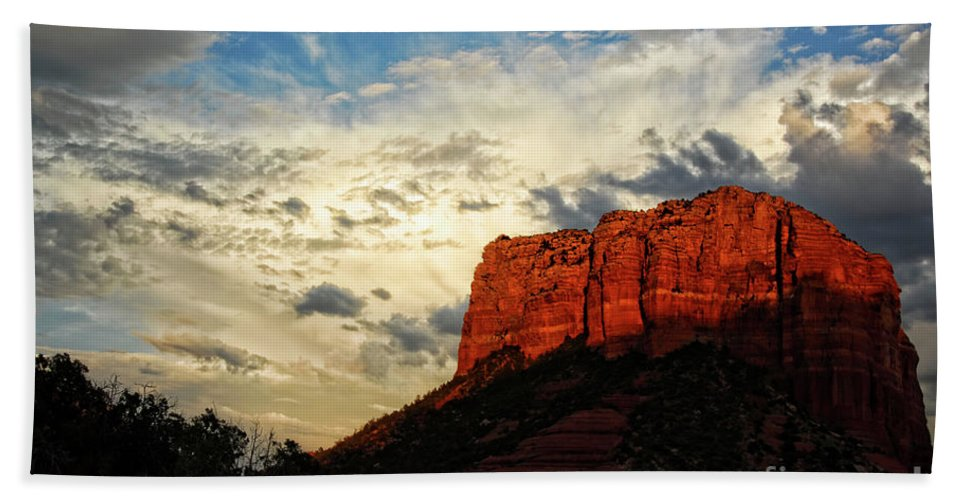 Arizona Bath Towel featuring the photograph Sedona Sunset by Saija Lehtonen