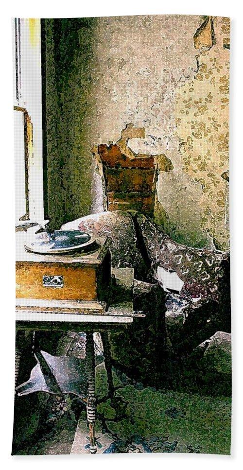 Garnet Hand Towel featuring the photograph Seen Better Days by Nelson Strong