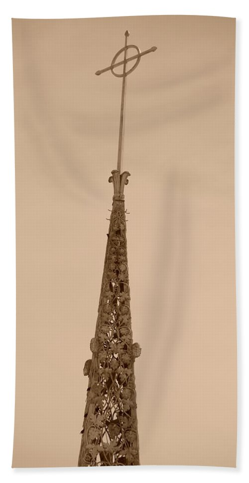 Sepia Bath Towel featuring the photograph Sepia Spire by Rob Hans