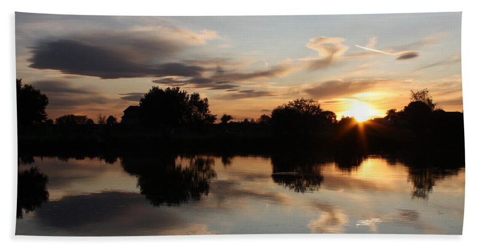 Sunset Hand Towel featuring the photograph September Sunset In Prosser by Carol Groenen