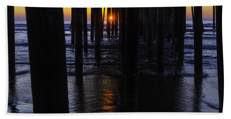 Pismo Beach Hand Towel featuring the photograph Setting Sun Pismo Beach by Garry Gay