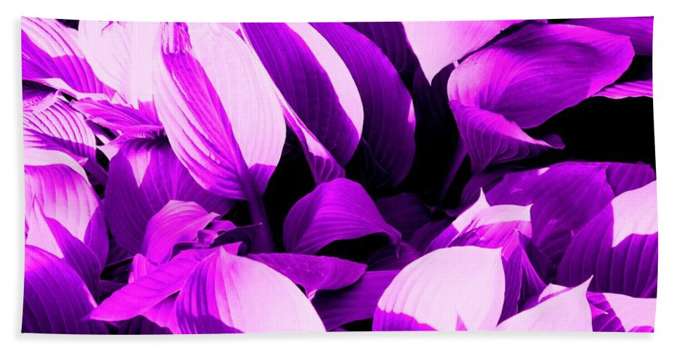 Leaves Bath Towel featuring the photograph Shades by Ian MacDonald