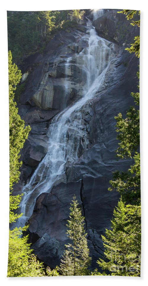 Water Falls Hand Towel featuring the photograph Shannon Falls_mg_--5504 by Roger Patterson