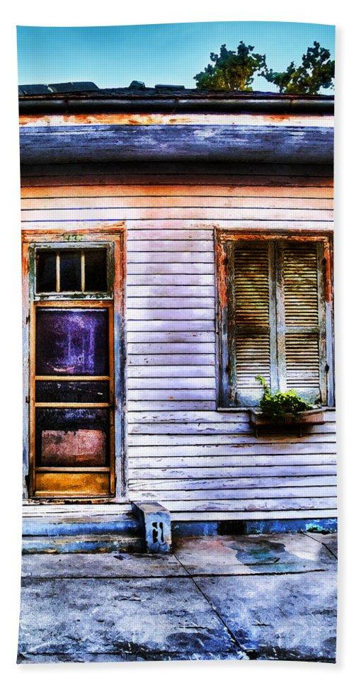Nola Bath Sheet featuring the photograph Shotgun House Number 3 by Tammy Wetzel