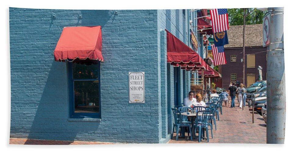 Annapolis Bath Sheet featuring the photograph Sidewalk Cafe Annapolis by Charles Kraus