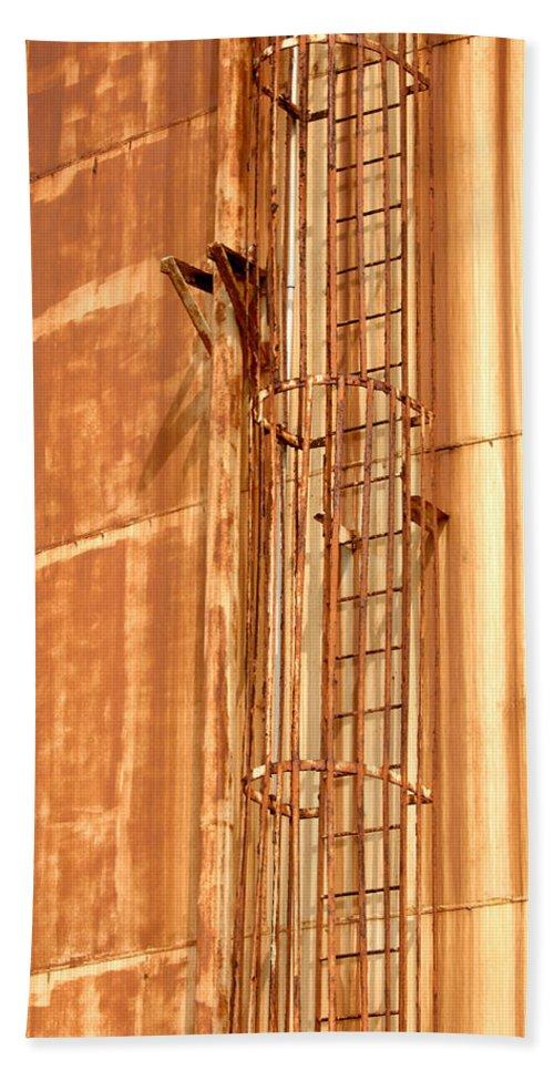 Rusty Bath Sheet featuring the photograph Silo Ladder by Jill Reger