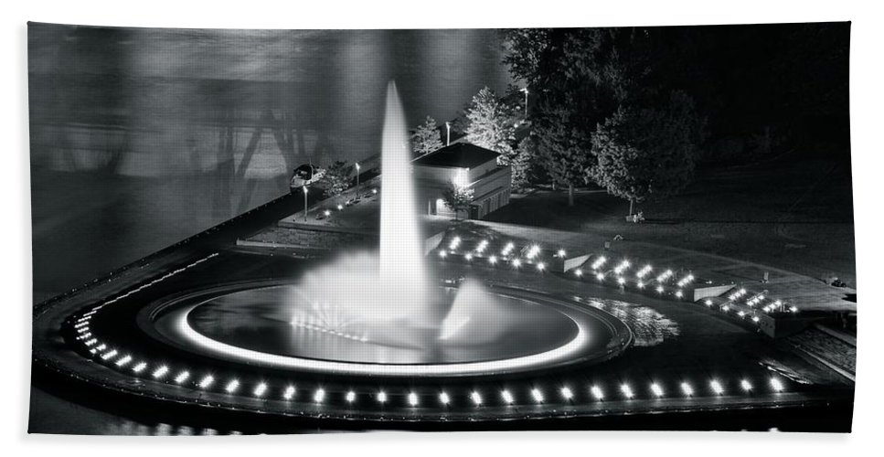 Pittsburgh Bath Sheet featuring the photograph Silver And Black by Frozen in Time Fine Art Photography