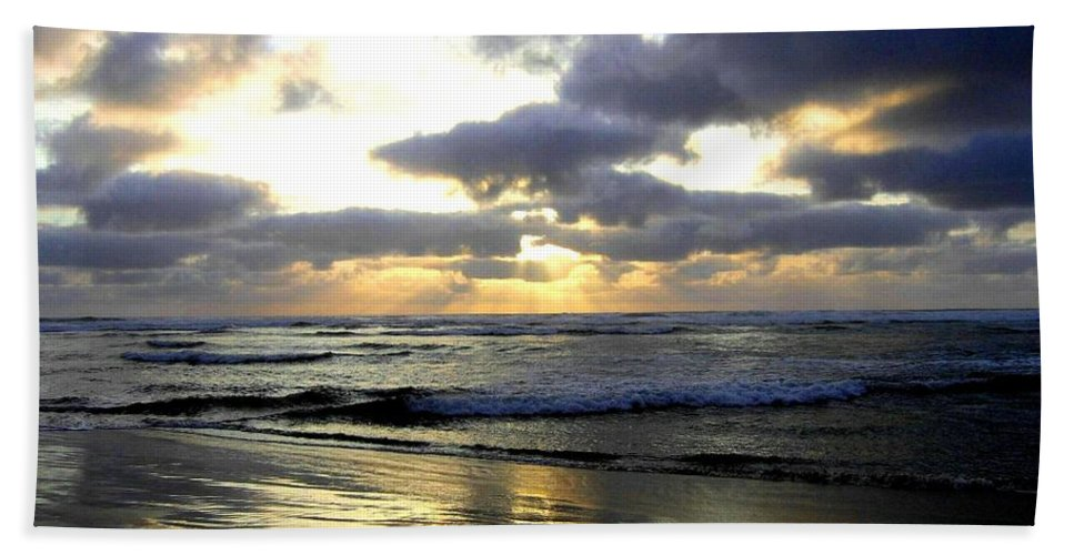 Sunset Bath Towel featuring the photograph Silver Shores by Will Borden