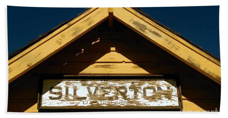 Silverton Colorado Bath Towel featuring the photograph Silverton Train Station by David Lee Thompson