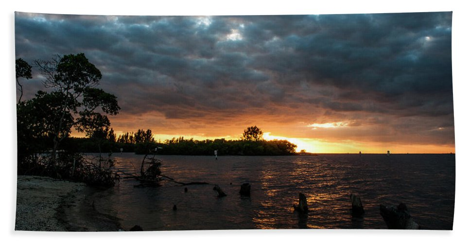 Sunsets Bath Towel featuring the photograph Simmons Sunset by Norman Johnson