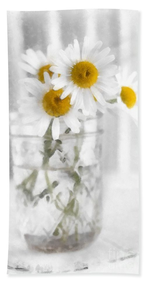 Daisy Bath Towel featuring the photograph Simple Flowers by Edward Fielding