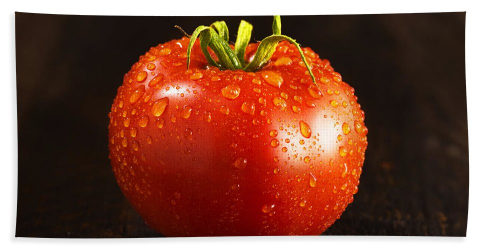 Food And Drink Hand Towel featuring the photograph Single Fresh Tomato With Dew Drops by Donald Erickson