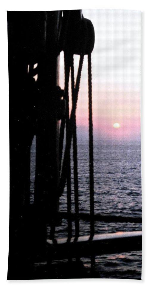 Ship Bath Towel featuring the photograph Sinking Sun by Ian MacDonald