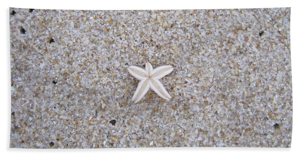 Sylt Hand Towel featuring the photograph Small Star Fish by Heidi Sieber