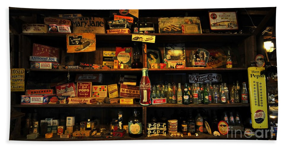 Smallwood Store Hand Towel featuring the photograph Smallwood Store by David Lee Thompson