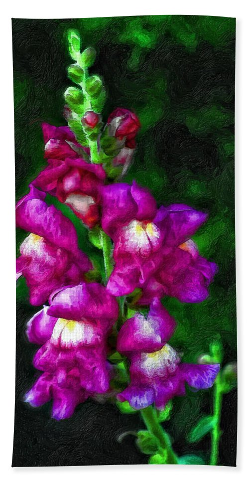 Floral Bath Sheet featuring the photograph Snappy by Steve Harrington