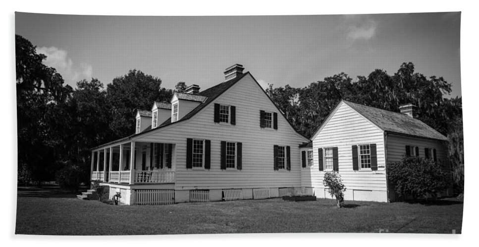 Charles Pinckney Hand Towel featuring the photograph Snee Farm And Charles Pinckney by Dale Powell