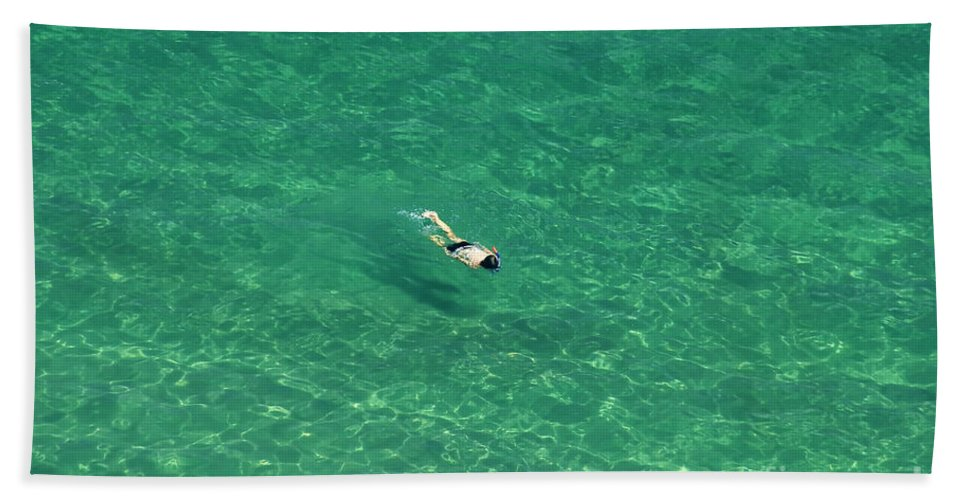 Snorkeling Bath Towel featuring the photograph Snorkeling by David Lee Thompson