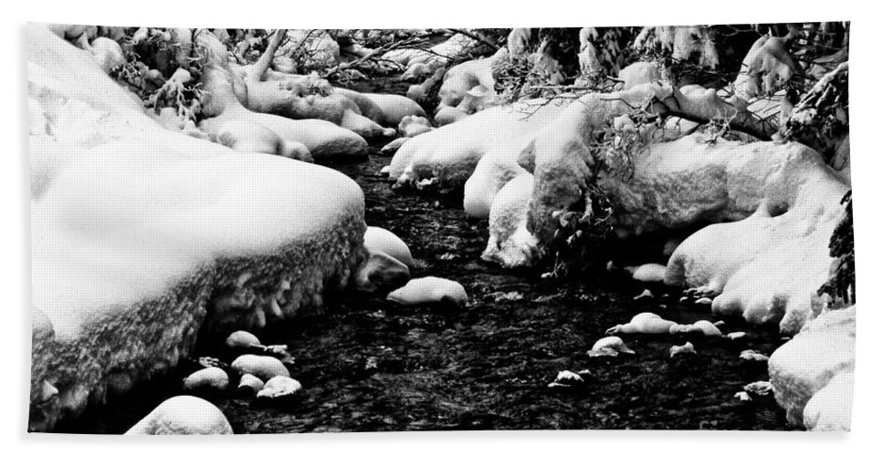 Snow Bath Sheet featuring the photograph Snow Covered Banks by Stanton Tubb