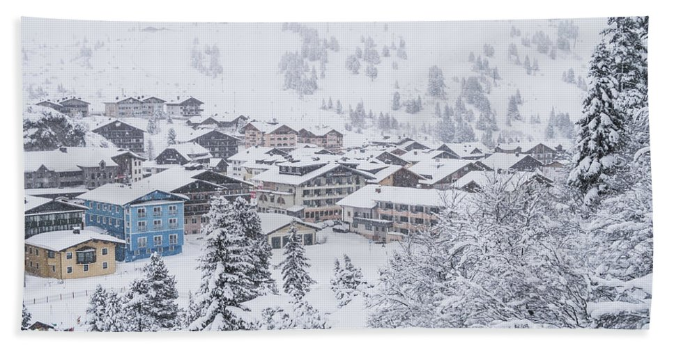 Horizontal Bath Sheet featuring the photograph Snowy Resorts by Travel and Destinations - By Mike Clegg