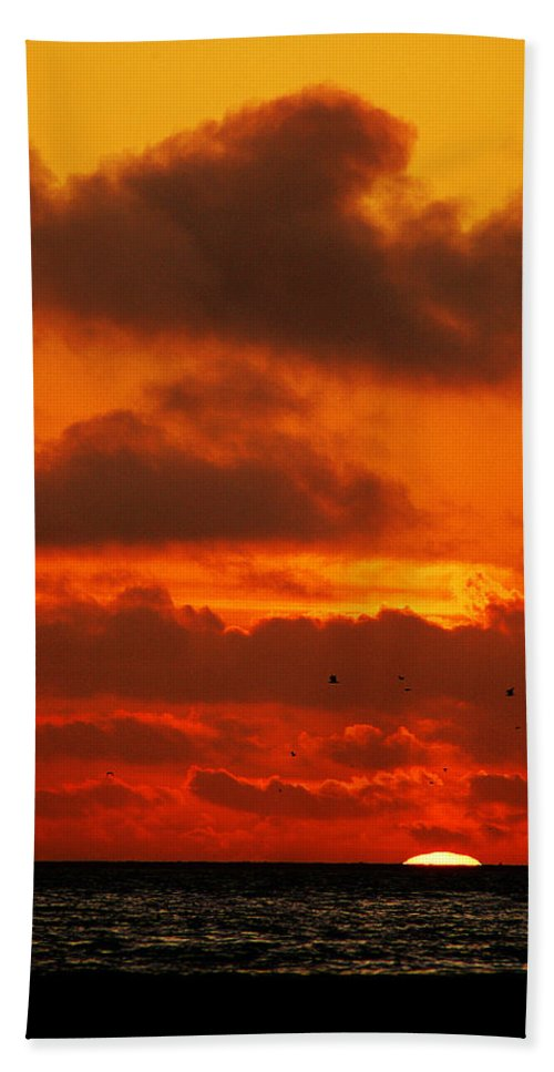 Clay Bath Towel featuring the photograph Socal Sunset by Clayton Bruster