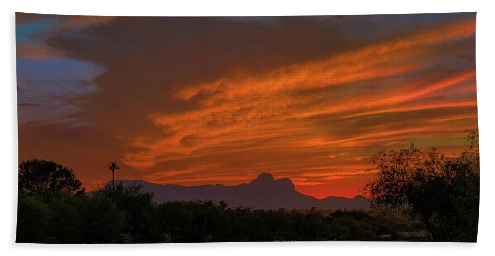 Arizona Bath Towel featuring the photograph Sombrero Peaks Sunset H9 by Mark Myhaver