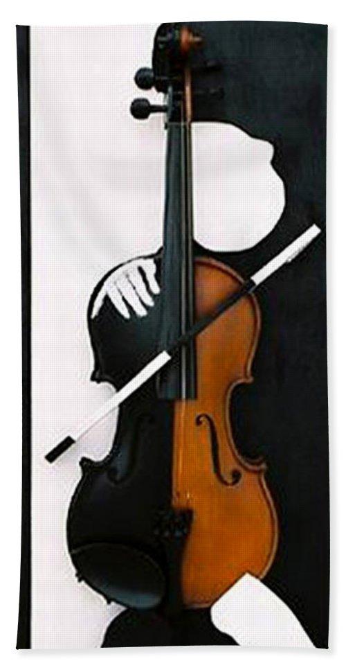 Violin Bath Towel featuring the sculpture Soul Of Music by Steve Karol