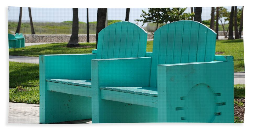 Art Deco Hand Towel featuring the photograph South Beach Bench by Rob Hans