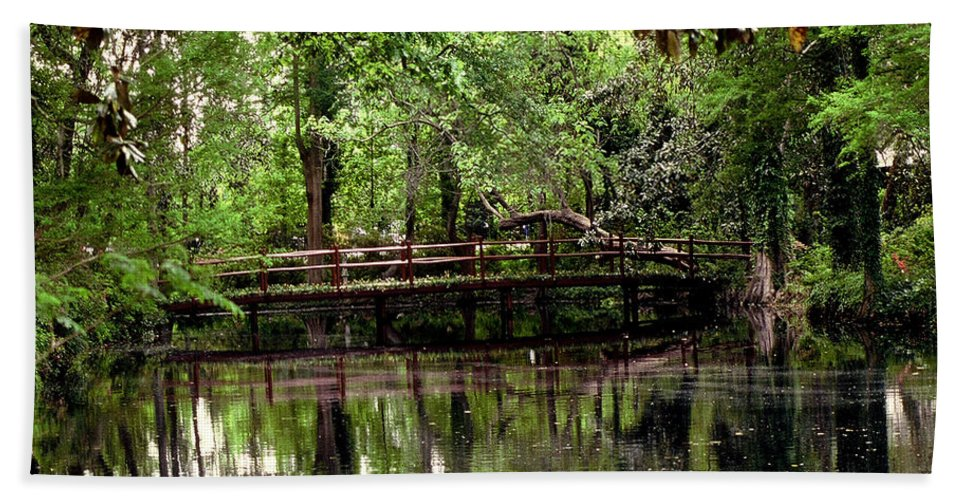Bridge Hand Towel featuring the photograph Plantation Living by Gary Wonning