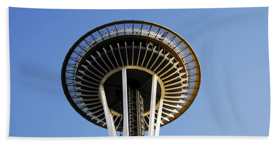 Space Needle Hand Towel featuring the photograph Space Needle by David Lee Thompson