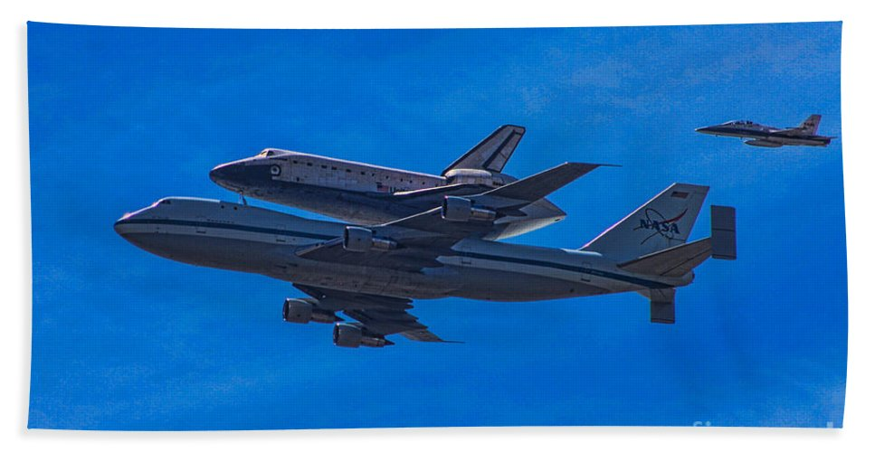 Space Shuttle Endevour Hand Towel featuring the photograph Space Shuttle Endevour by Tommy Anderson