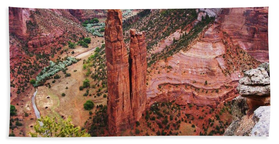 Canyon De Chelly Hand Towel featuring the photograph Spider Rock by Marilyn Smith