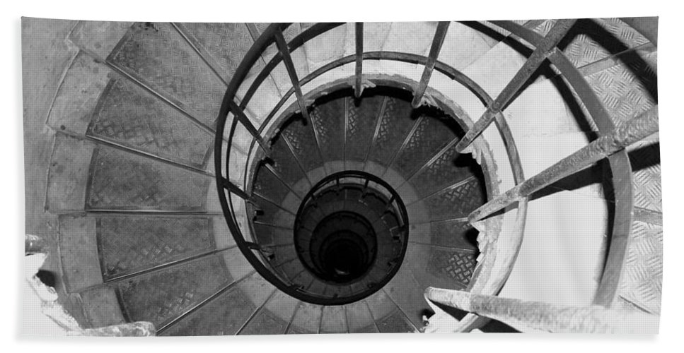 Spiral Staircase Bath Towel featuring the photograph Spiral Staircase At The Arc by Donna Corless
