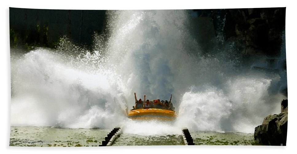 Universal Studios Bath Sheet featuring the photograph Splash Down by David Lee Thompson