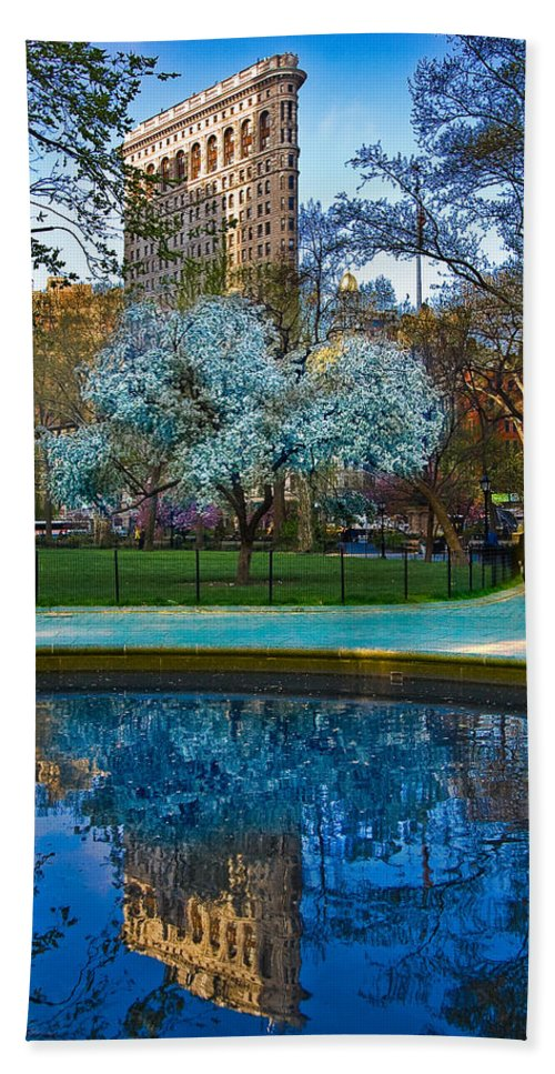 Flatiron Hand Towel featuring the photograph Spring In Madison Square Park by Chris Lord