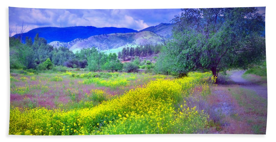 Okanagan Hand Towel featuring the photograph Spring Morning Along The Channel Parkway by Tara Turner