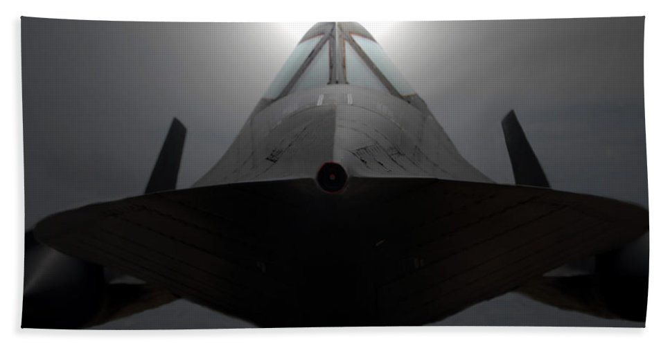 S R 71 Blackbird Bath Sheet featuring the photograph Sr 71 Night Mission by David Lee Thompson