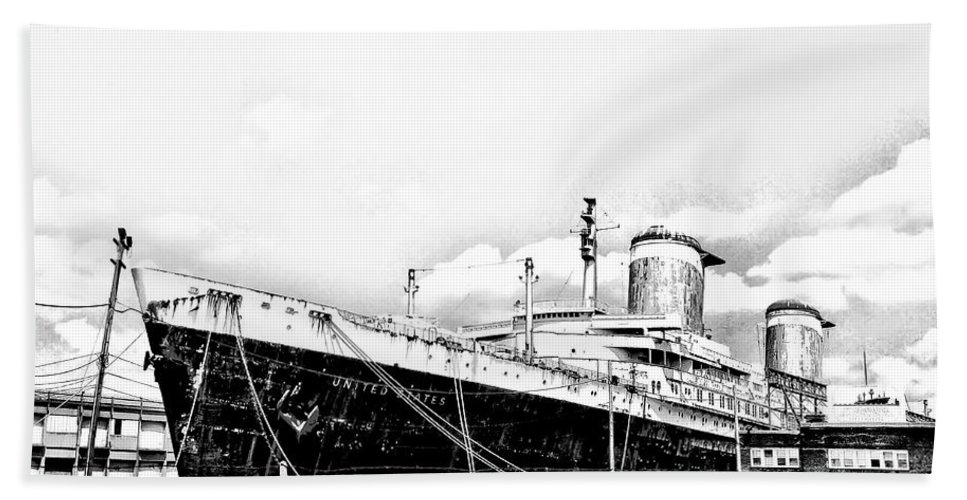 Philadelphia Bath Sheet featuring the photograph Ss United States by Bill Cannon