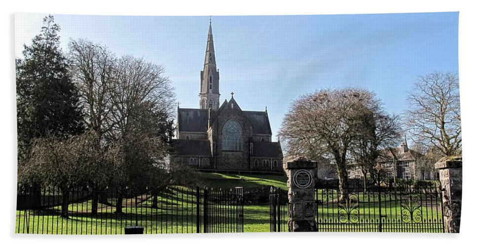 St. Patricks Cathedral Trim Hand Towel featuring the photograph St. Patrick's Cathedral, Trim by Martine Murphy