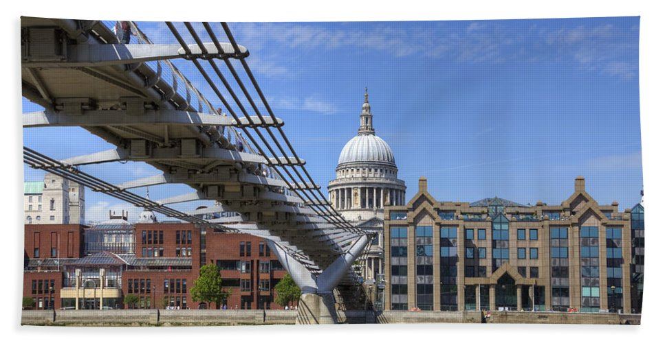 St Paul's Cathedral Hand Towel featuring the photograph St Paul's Cathedral by Joana Kruse