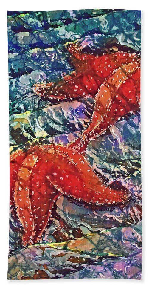 Stars Bath Towel featuring the painting Starfish 2 by Sue Duda