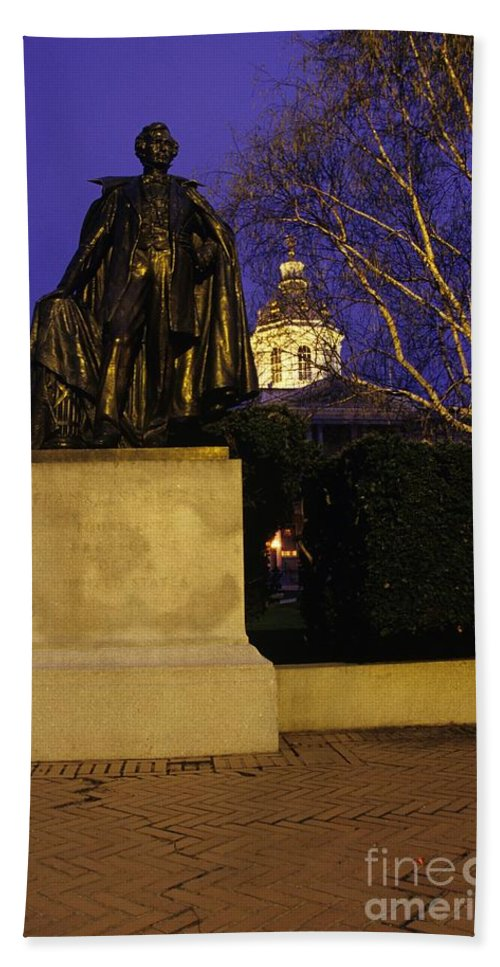 Concord Bath Towel featuring the photograph State Capitol Building - Concord New Hampshire Usa by Erin Paul Donovan