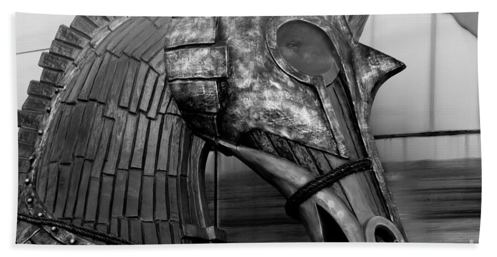 Statue Bath Sheet featuring the photograph Steadfast Defender by Venetta Archer