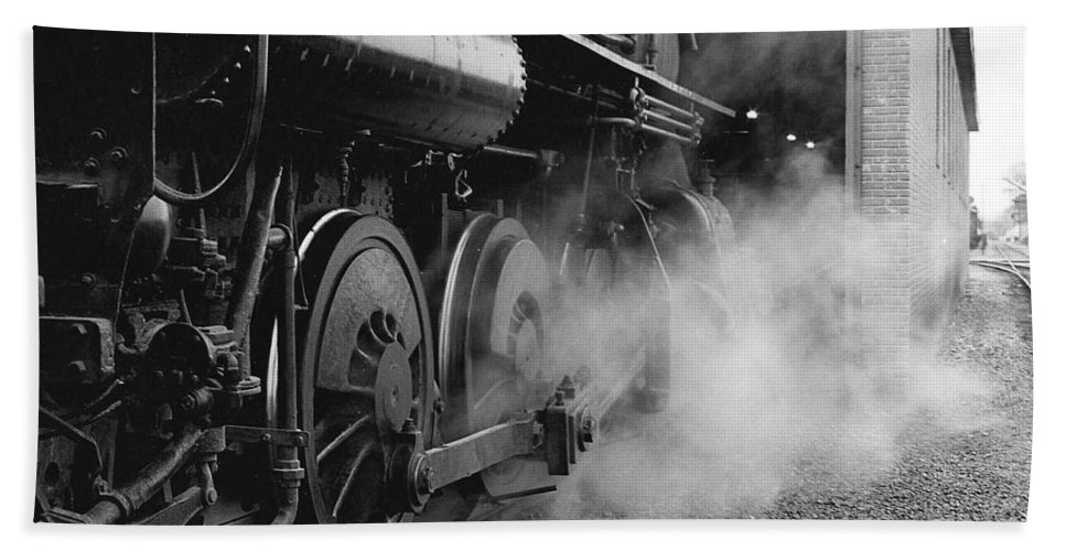 Pennsylvania Hand Towel featuring the photograph Steamed by Scott Hafer