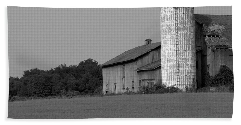 Barn Bath Sheet featuring the photograph Still Here by Rhonda Barrett